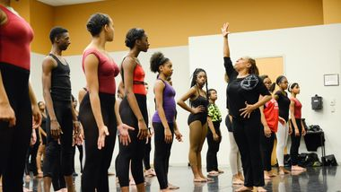 Sarita Allen leads students at Ailey Experience Atlanta 2016. Photo by Shoccara S. Marcus.