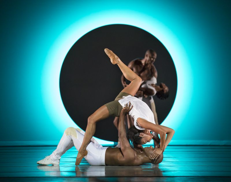 Alvin Ailey American Dance Theaters Linda Celeste Sims and Glenn Allen Sims in Jessica Langs EN. Photo by Paul Kolnik