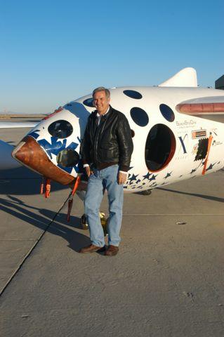 Burt Rutan (b)