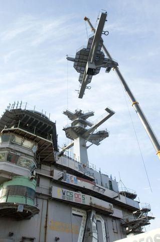 70-ton main mast structure