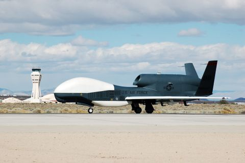 Global Hawk UAV-3 (b)