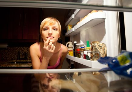 Study explains what triggers those late-night snack cravings