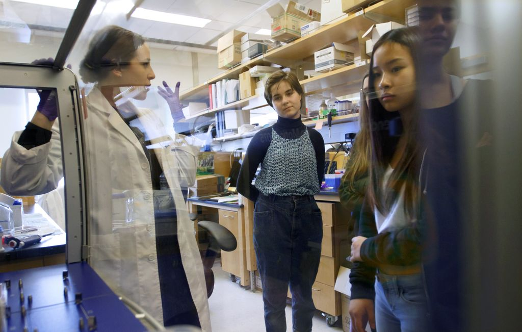 Creative Science School visits OHSU