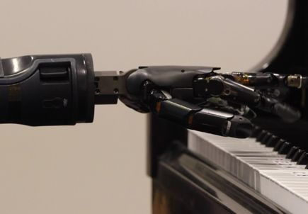 DOWNLOAD VIDEO: B-roll of robotic arm