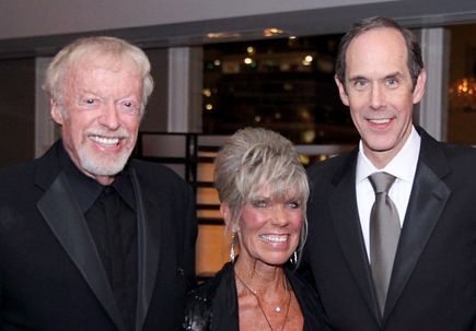 Phil and Penny Knight receive philanthropic award from the Association of American Cancer Institutes