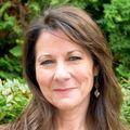 Photo of Leslie Hammer PhD. A woman with brown hair, fair skin.