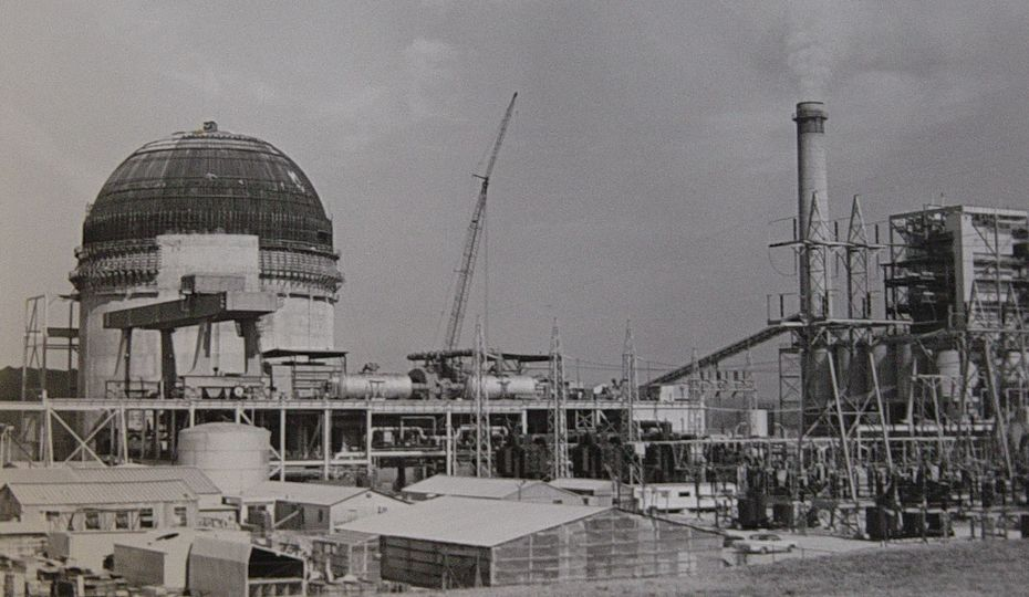 unti 2 containment dome under construction