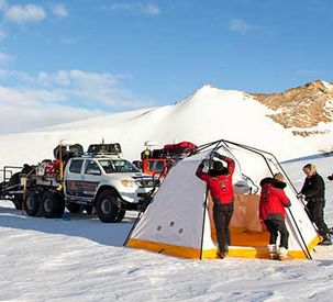 How does the Antartica2 team cope with life on the ice?