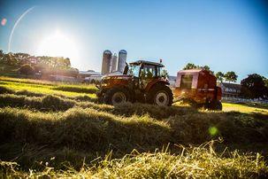 Massey-Ferguson-6700S-Series-Midrange-tractor-2900-series-Baler-baling-IMG_0697-300dpi