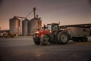Massey Ferguson 8700 Tractor at feed mixer