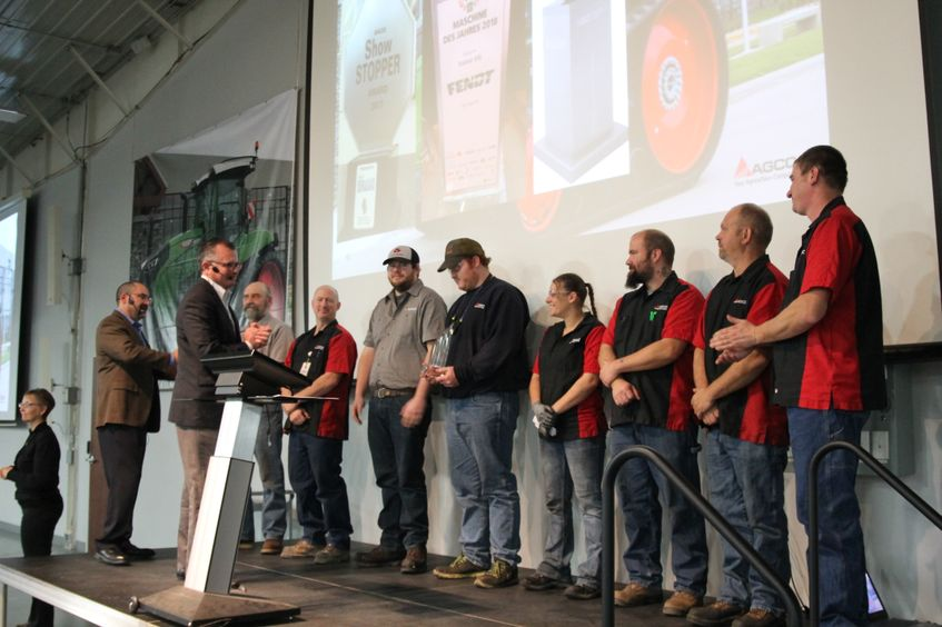Bob Crain Presents Assembly Plant of Year Award to AGCO Jackson Operations
