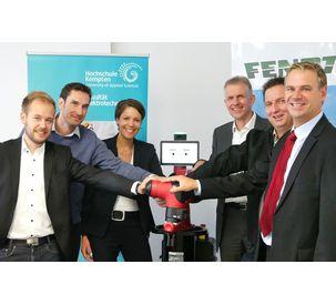 Fendt presents the robot Sawyer to Kempten University