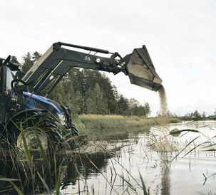 Valtra N113 HiTech aids game management in Finland