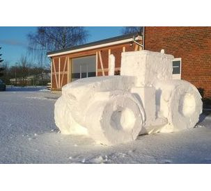 A Fendt 1000 Vario made of snow and ice