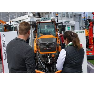 Fendt e100 Vario: The battery-powered compact tractor for inner-city use