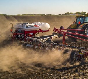 细致地Introduces New White Planters 9500VER and 9700VER  Precision Planting-ready Toolbars