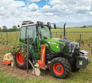 Fendt 200 Vario VFP working with Braun Automatic control of complex implement combinations in viticulture