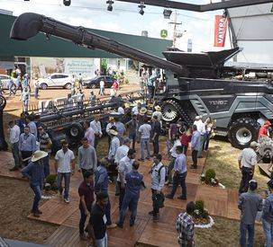 Fendt's introduction in Brazil with multimedia booth and big machines at Agrishow 2019