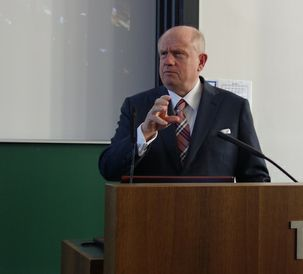 Martin Richenhagen talks about Smart Solutions at TUM