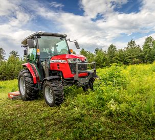 AGCO-NA-MF-2860M-cab-mowing-weeds-082020-668A4943