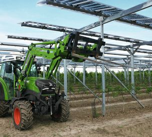 Fendt e100 Vario in use for a Fraunhofer research project on agrivoltaics