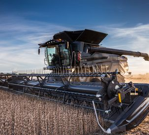 AGCO's 9350 DynaFlex® Draper Header with AutoDock™ Header Docking System Wins 2021 Davidson Prize