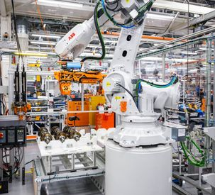 AGCO Power - ABB robot in assembly work