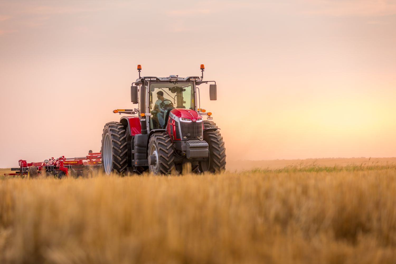 Massey Ferguson Matches Growers' Ambitions with 8S Tractor