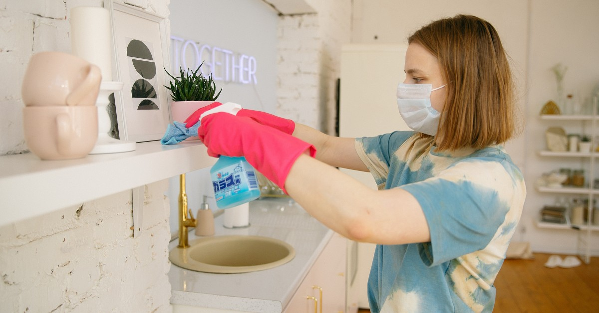 woman-wearing-face-mask-while-cleaning-the-kitchen-4008501