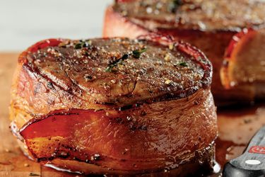 Today Deal of the Day: The Family Fall Gift from Omaha Steaks
