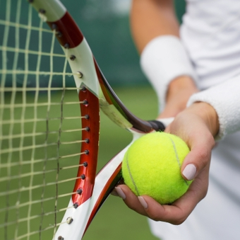 Tips to avoid and treat tennis injuries
