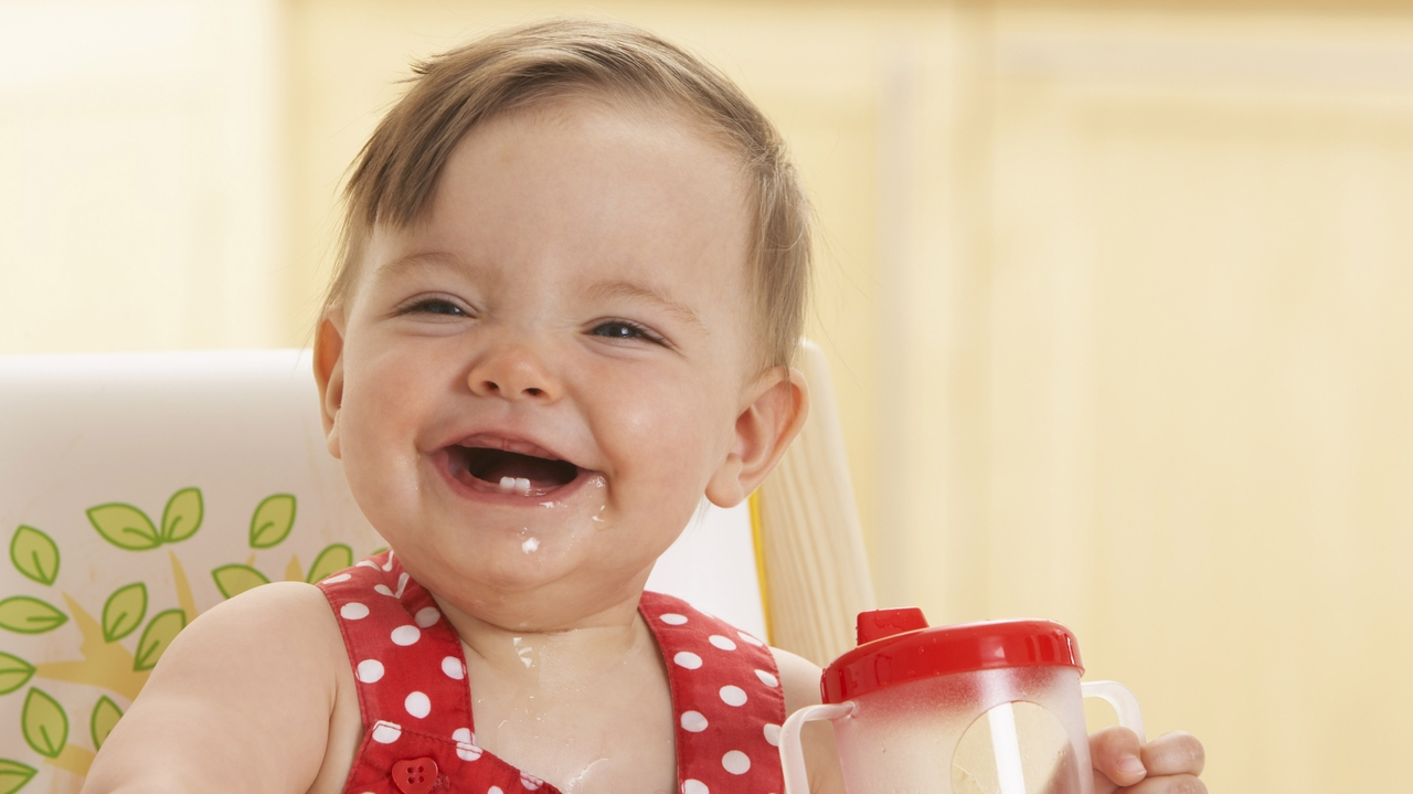 Experts urge kids to eat more fruit, drink water and milk
