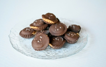 Chocolate almond butter banana bites