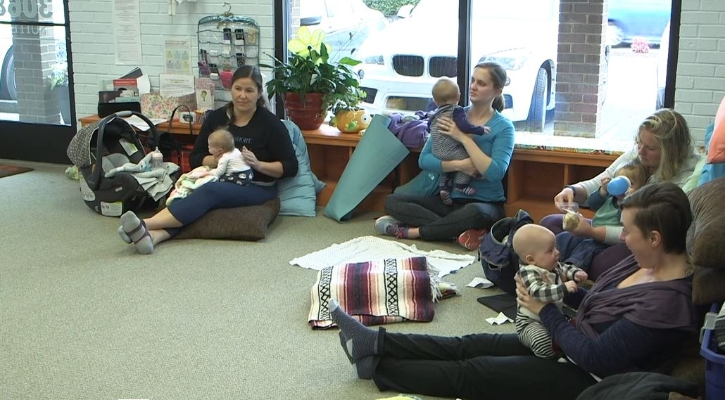 Lactation consultants focus on helping -- not judging -- moms
