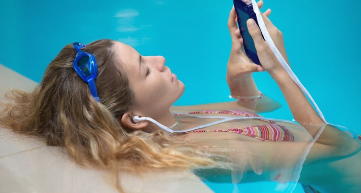 Why Earbuds Can Increase The Chances Of Swimmer S Ear Novant Health Healthy Headlines