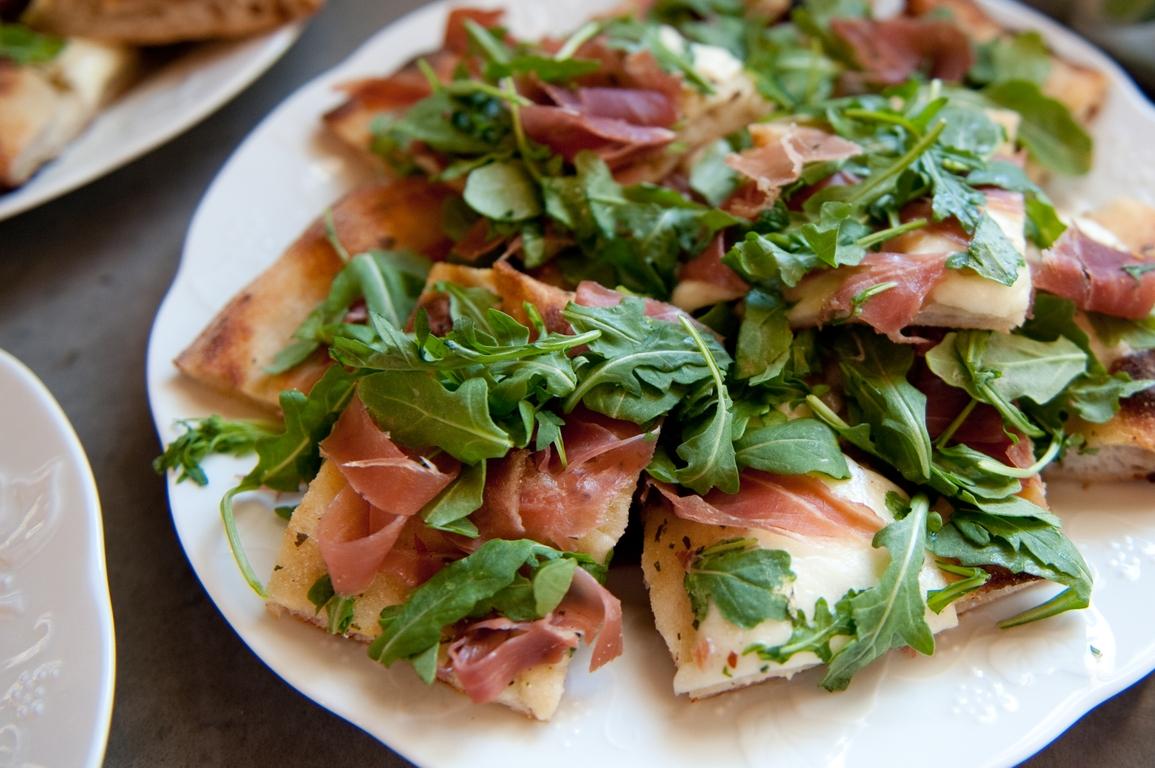 Healthy whole wheat prosciutto pizza