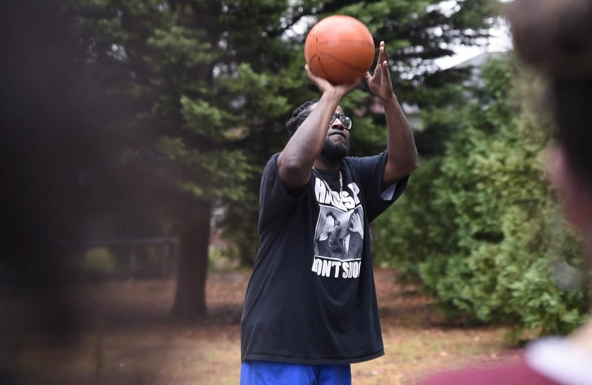He's the `servant's heart' behind the Michael Jordan Family Medical Clinic