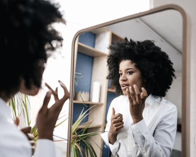 Severe acne medicine isotretinoin: What are the risks?