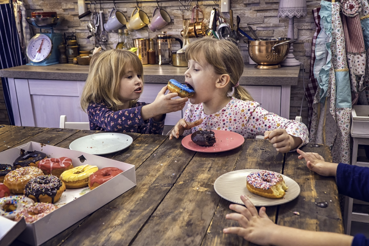 4 key ways to control kids' stress eating during COVID-19