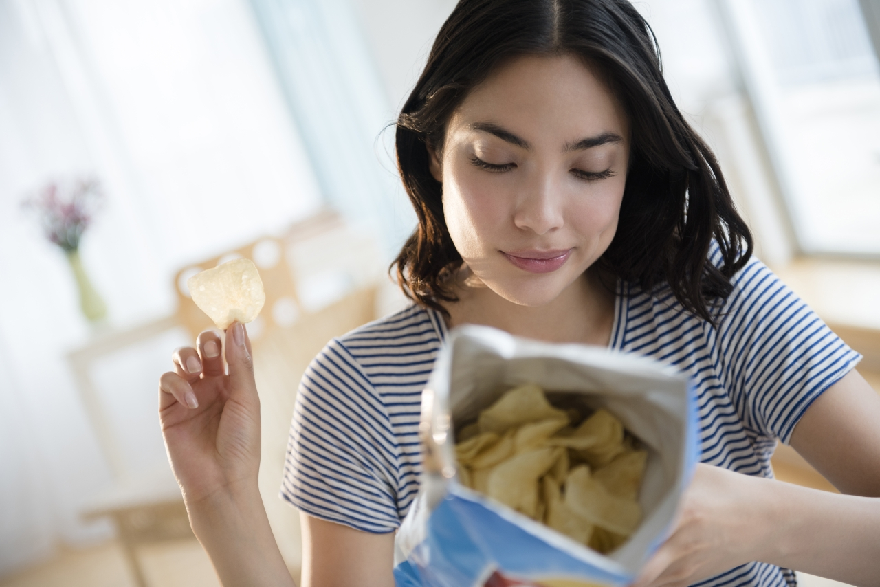 6 ways to stop wrecking your diet with bad snacking