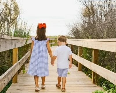 Lauren Dungan kids  at beach