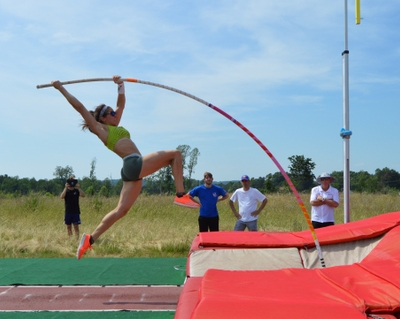Pole vaulter shares how an injury taught her to seek the best version of herself