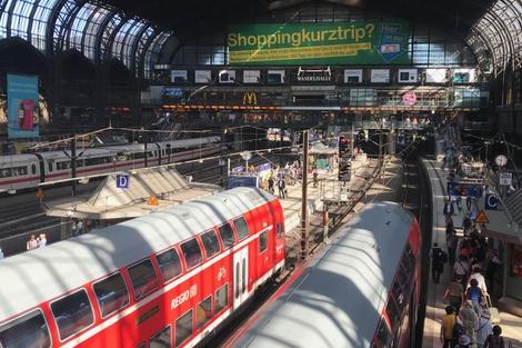 15:15乘火车前往火车站