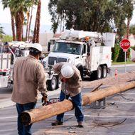 VIDEO: Crane Crew Replaces Pole in Palm Desert