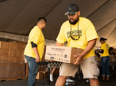Edison Volunteers Pack Food for Needy in Orange County