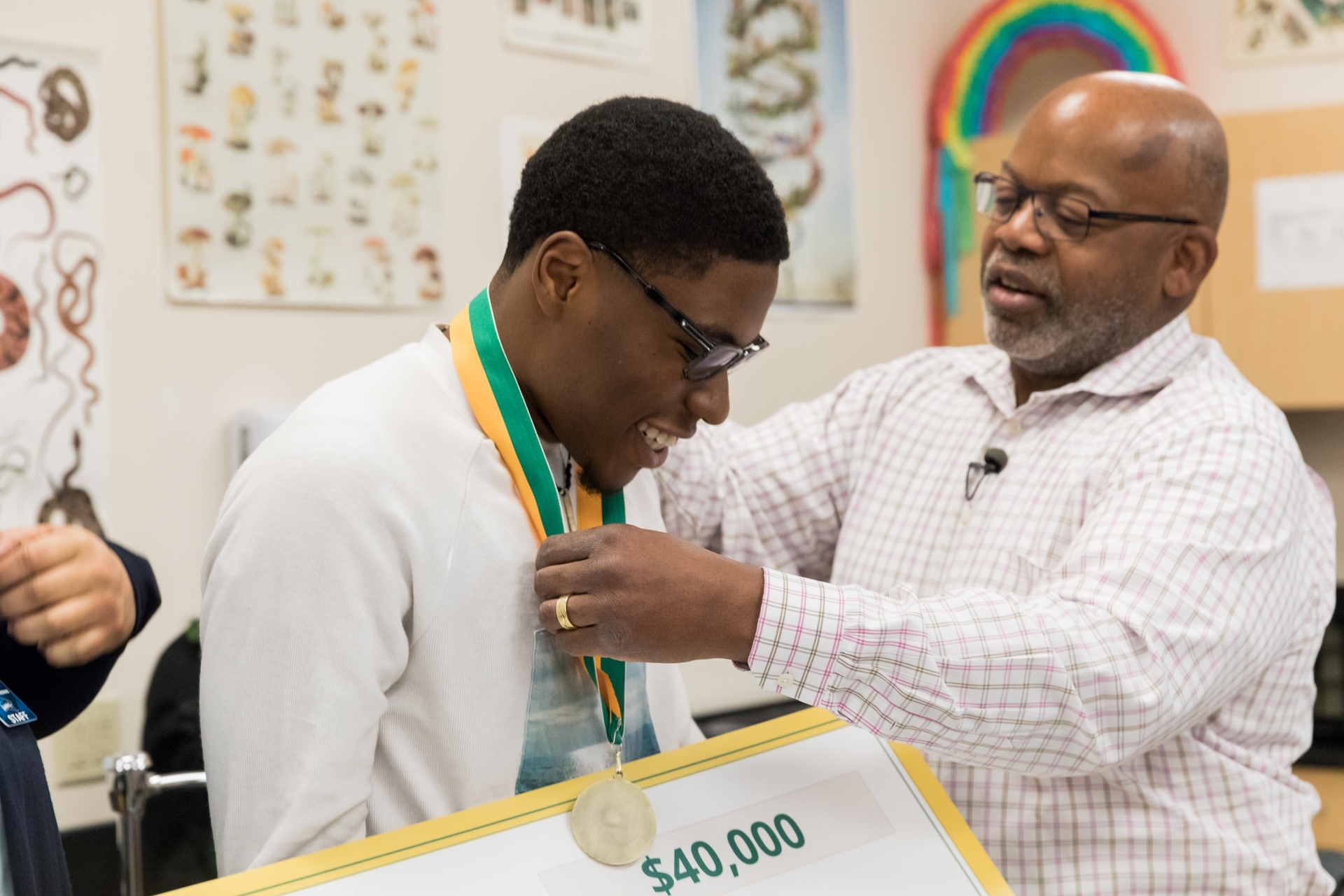 Kevin Walker, SCE vice president, presents Nnaemeka Anyanwu with a 2019 Edison Scholar scholarship.