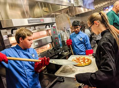 Students Top Off Energy-Efficient Experience With Pizzas