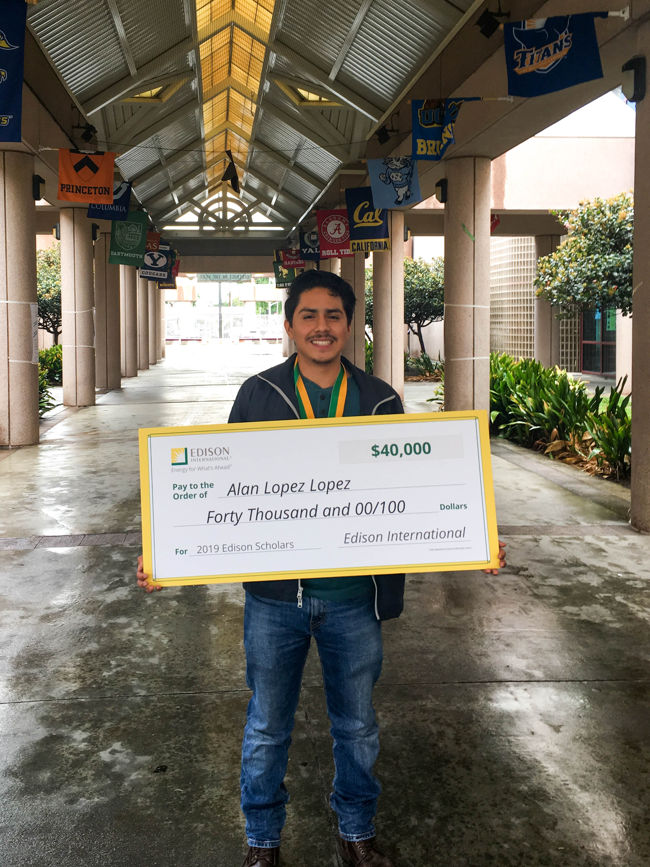 2019 Edison Scholar Alan Lopez Lopez at Lynwood High School