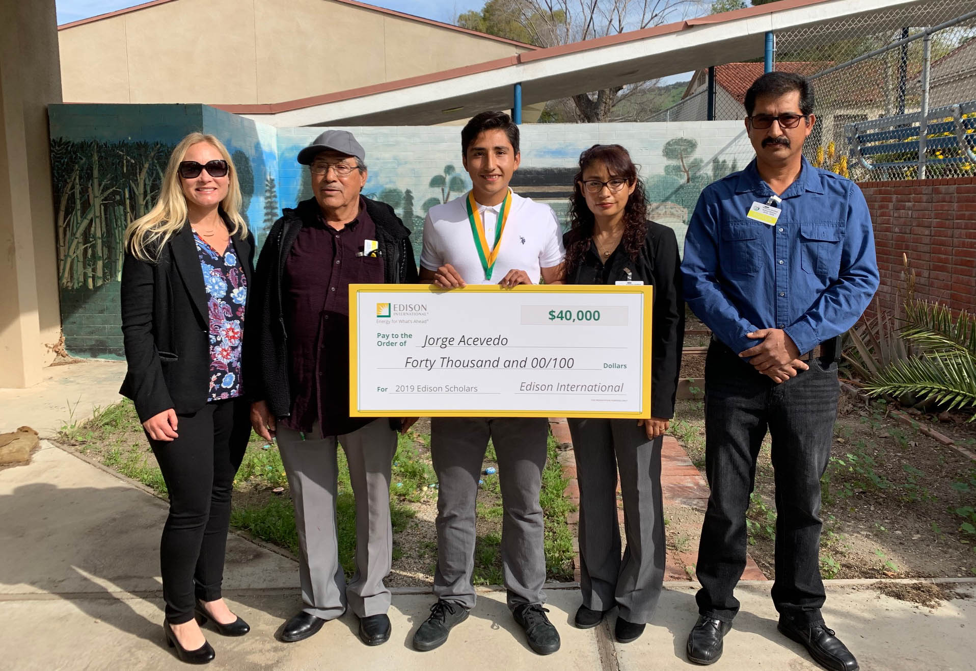 2019 Edison Scholar Jorge Acevedo at Fillmore High School