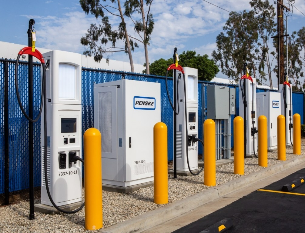 SCE helped Penske bring heavy duty truck fast charging to Southern California truck leasing sites.